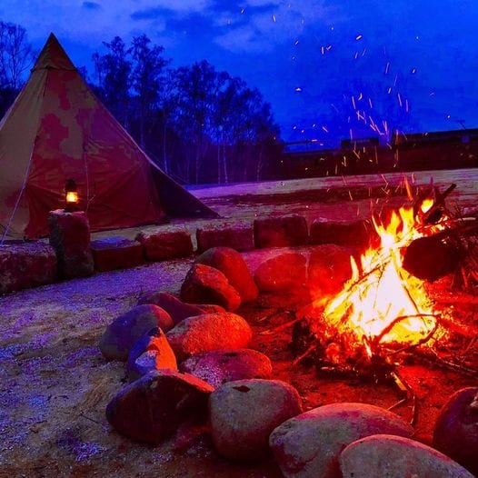 石組みの直火の焚き火台